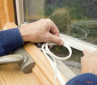 Cu ce să izolați ferestrele în timpul iernei?